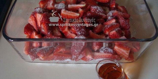 Φράουλες με Κονιάκ και Ζάχαρη